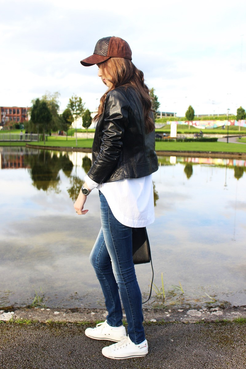 sporty look, white shirt, asymmetric shirt, jeans, diesel shoes