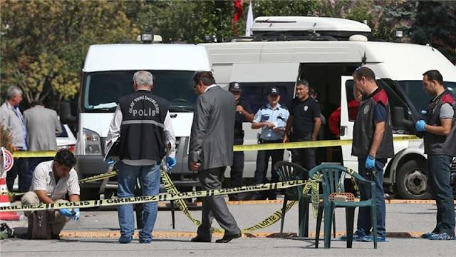 Al menos un asaltante recibió un disparo después de intentar asaltar la embajada israelí en Ankara, Turquía [Burhan Özbilici / AP]