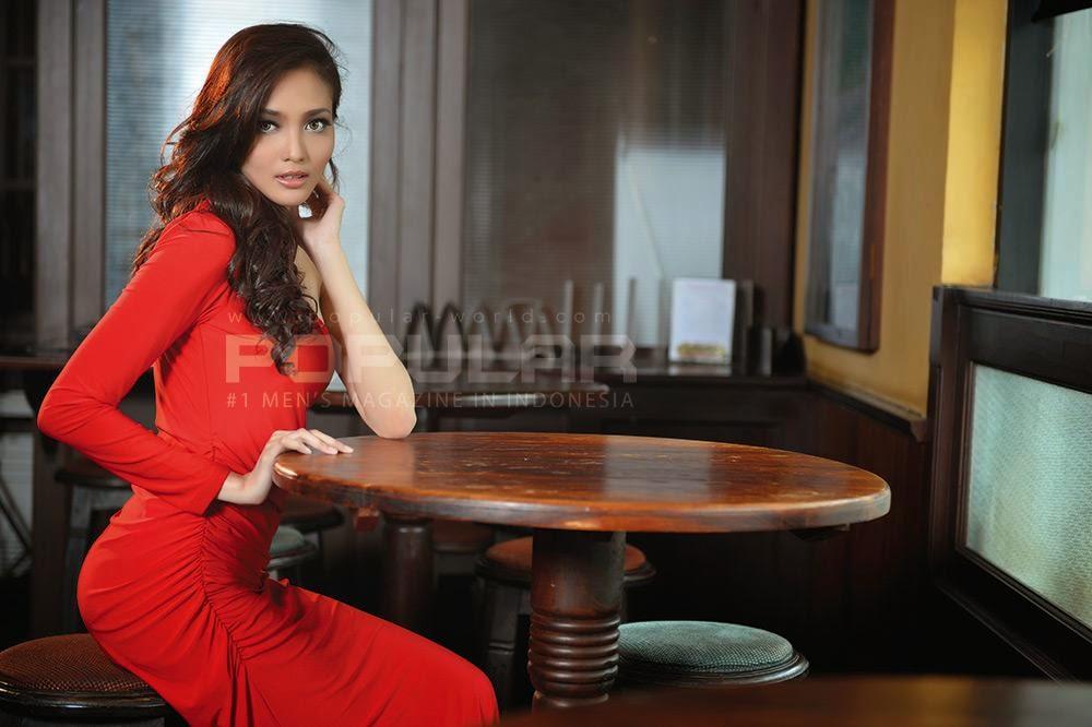 Foto Fita Pamela di Majalah Popular-World