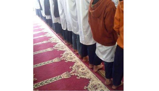 Shaf Shalat Tidak Lurus, Ini Dampak Yang Ditimbulkannya Dalam Diri Seorang Muslim