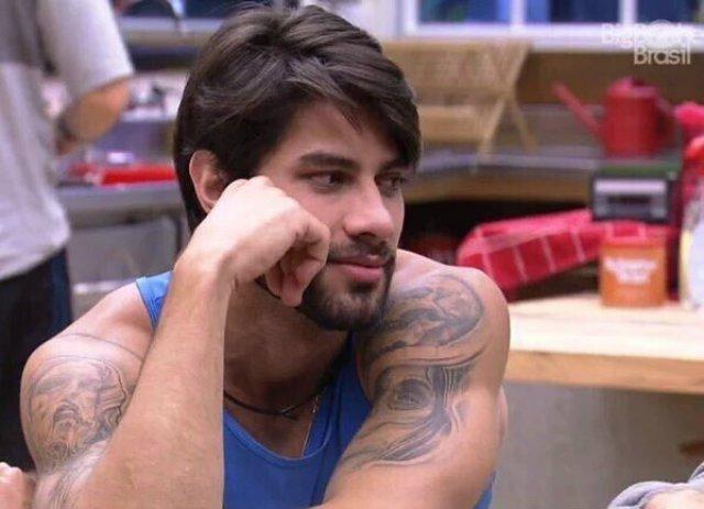 Ex de Renan, do 'BBB16', afirma: 'Ele não é gay. Se fosse, assumiria'