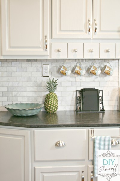 I Love This Marble Tile Backsplash Paired With The Sleek Black Cabinets Of Kitchen