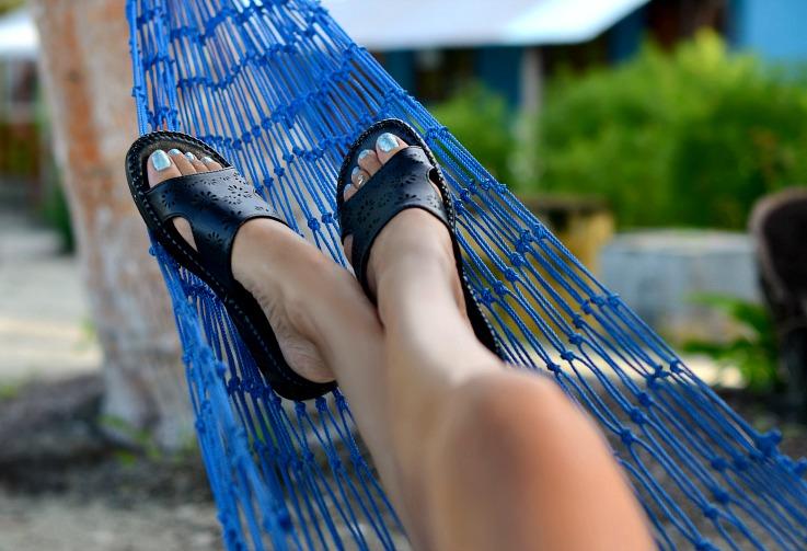 Flat sandals, glitter blue nails