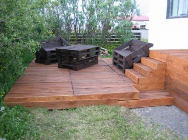 hacer tarima con palets de madera. Black Bedroom Furniture Sets. Home Design Ideas