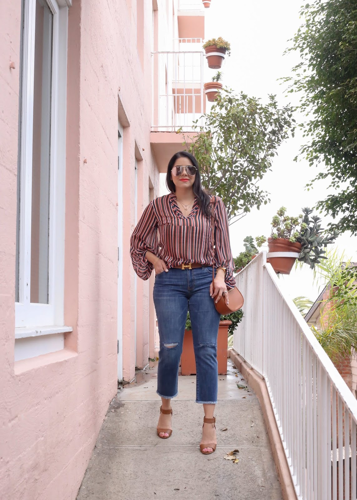 casual jean outfit with heels, san diego style