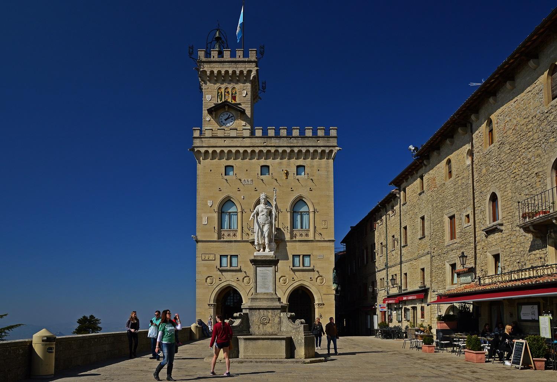 Plac Wolności i Ratusz w San Marino