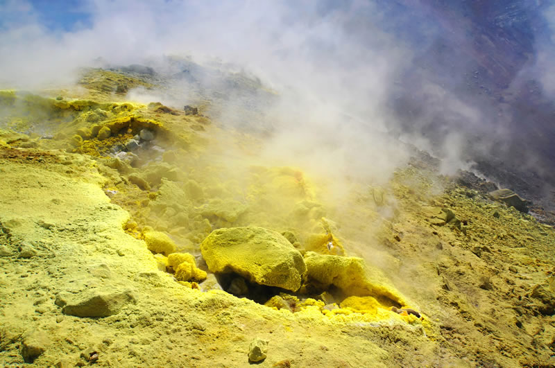 Raw sulfur