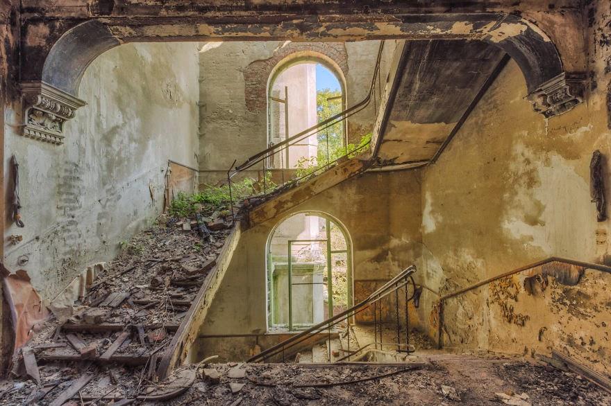 stubište u napustenim zgradama