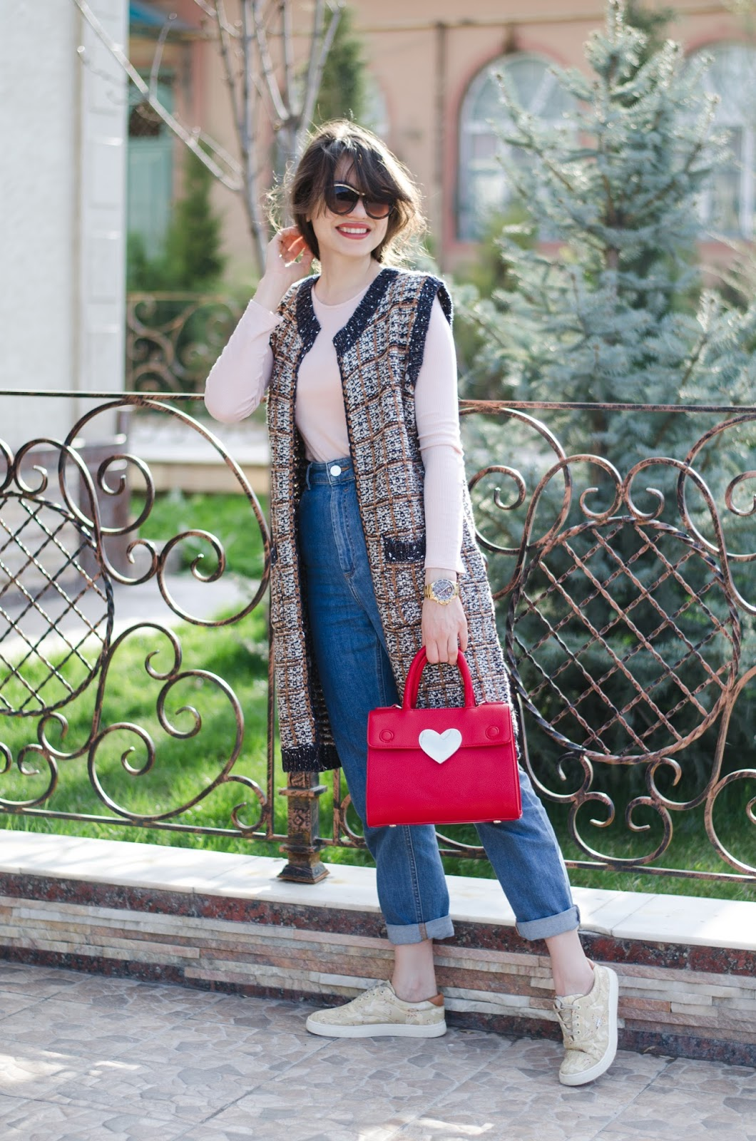 fashion blogger diyorasnotes diyora beta knitted vest mom jeans asos sneakers red bag