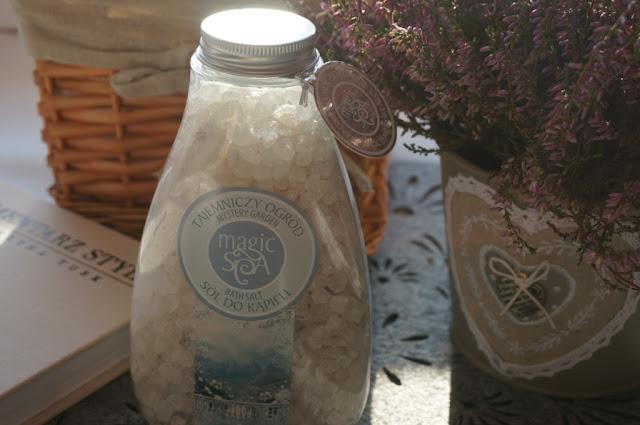 Wieczorna kąpiel z aromatyczną solą Magic Spa Farmona