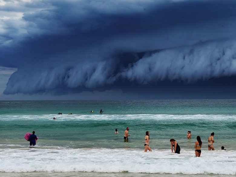 Awan Tsunami Muncul Dan Menghebohkan Warga Kota Sydney