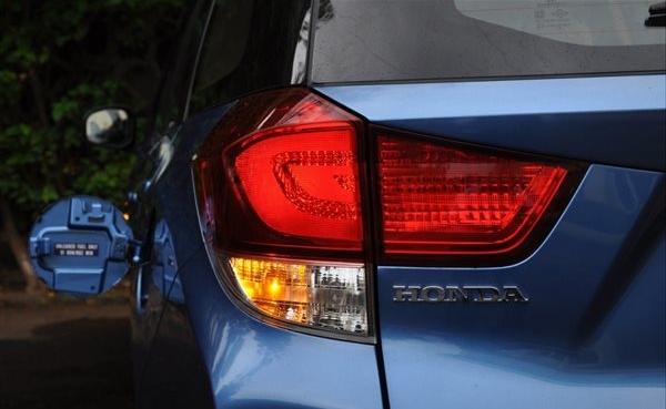 Lampu Belakang Honda Mobilio