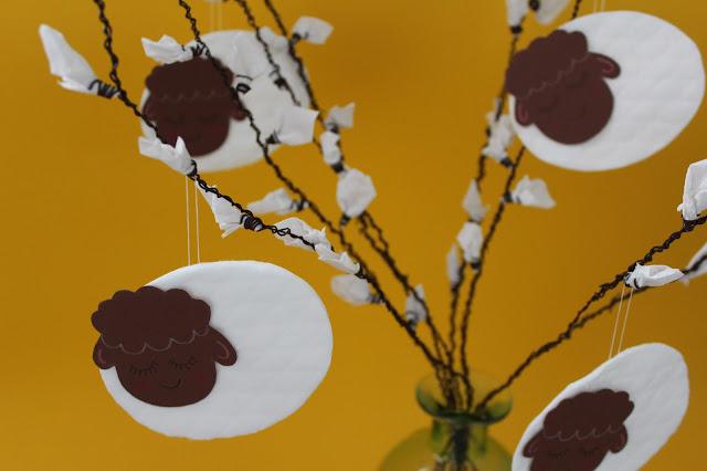 DIY-Basteltipp für Osterlämmchen aus Wattepads von Ars Vera