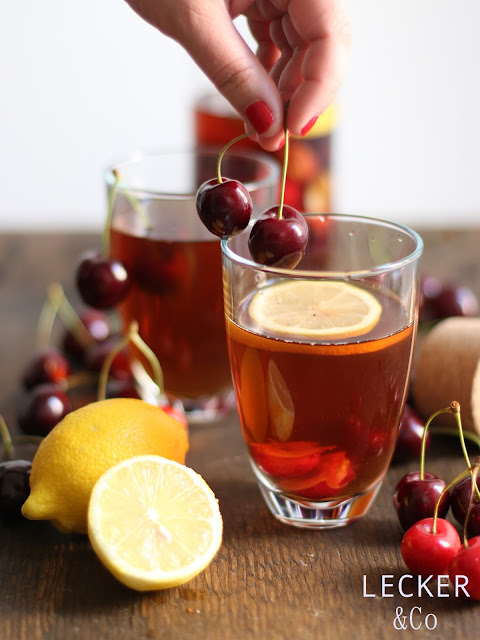 Foodblogger, lecker, Blog, Foodblog, Yummy, selbstgemacht, homemade, Blogger, Tina, leckerundco, eistee, cascara, kirschen, zitrone, zitroneneistee, kirschtee, icetea, getränk, drink, trinken, tee, tee trinken, erfrischung, erfrischungstee, erfrischungsgetränk, cascara tee
