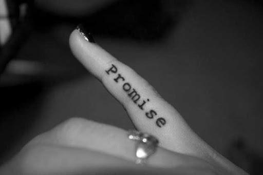 Este pinky promessa de tatuagem