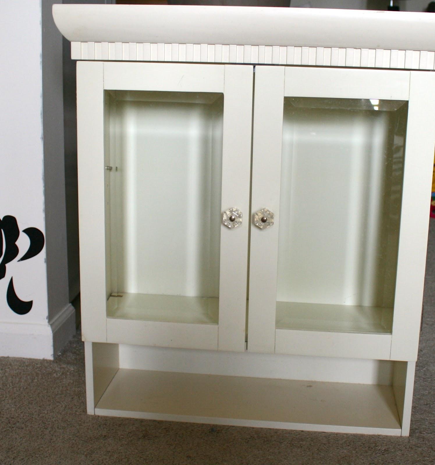 la vie DIY: DIY Bathroom Cabinet Makeover