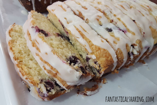 Lemon Blueberry Pound Cake // This pound cake is incredibly moist and has such a lovely brightness from the citrus. Perfect for summer! #recipe #cake #dessert #lemon #blueberry