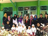 Pose KKN Universitas Panca Marga '17 Jurusan B. Inggris bersama Keluarga Besar MI. Tashilul Mubtadiin