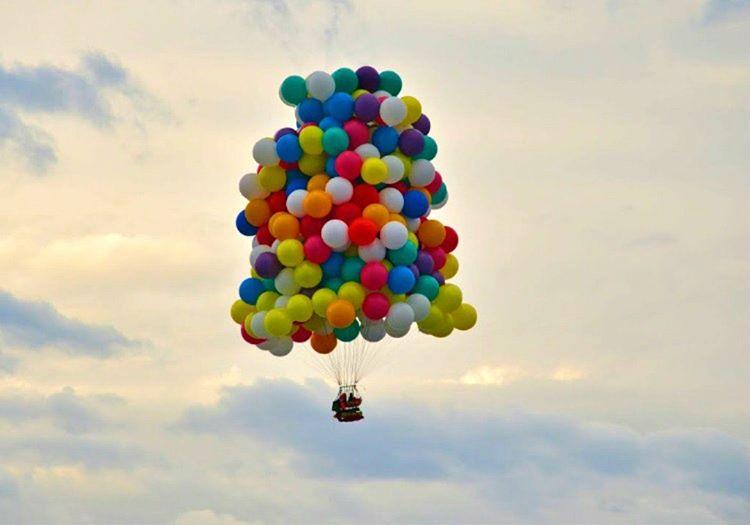 Balonla uçan adam yaklaşık 1.5 saat uçtu, bu rekor daha sonra başkaları tarafından kırıldı.