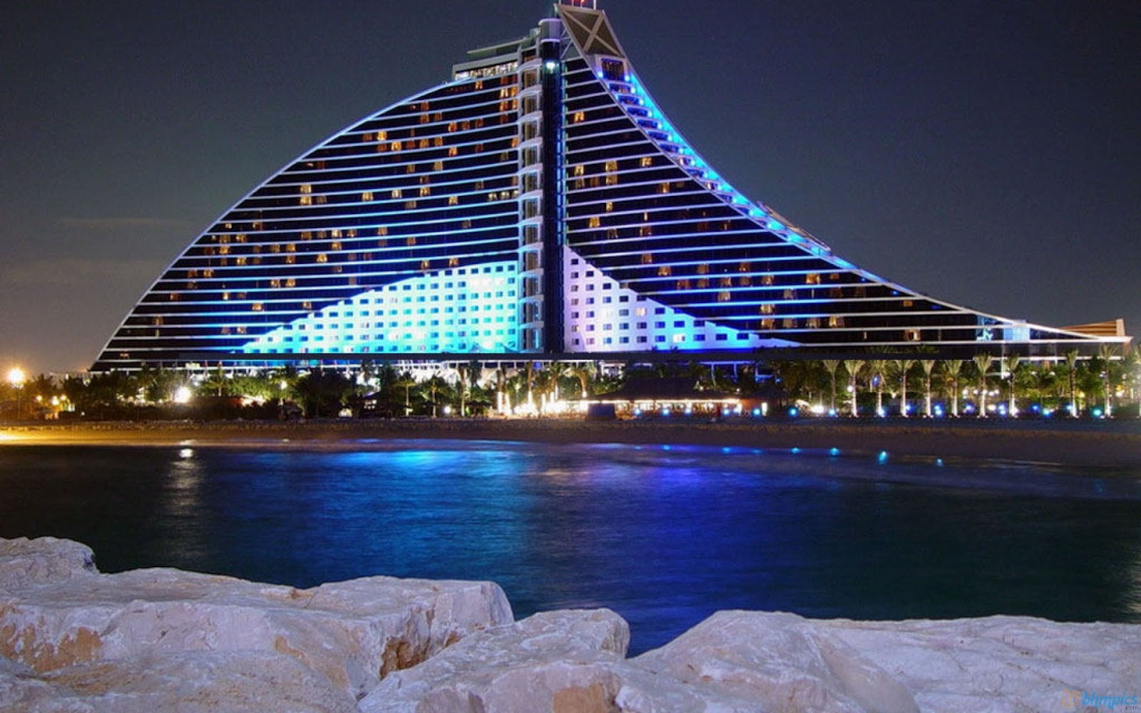 Makkhi Movie Hd Wallpaper Free Best Pictures Jumeirah Beach Hotel At Night Wallpapers