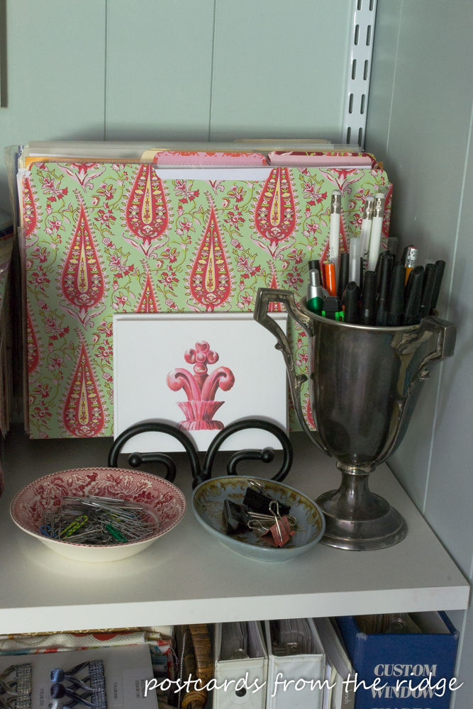 Stylish and functional home office organization tips. I love these creative ideas!