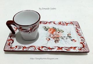 Xícara e bandeja de porcelana