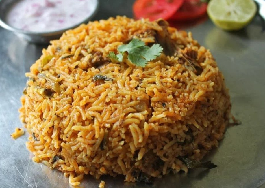 The Dindigul biryani comes from the Dindigul Thalappakatti region in Tamil Nadu and is unique for its distinctive tangy flavour and its unique rice that absorbs the flavours of the spices.