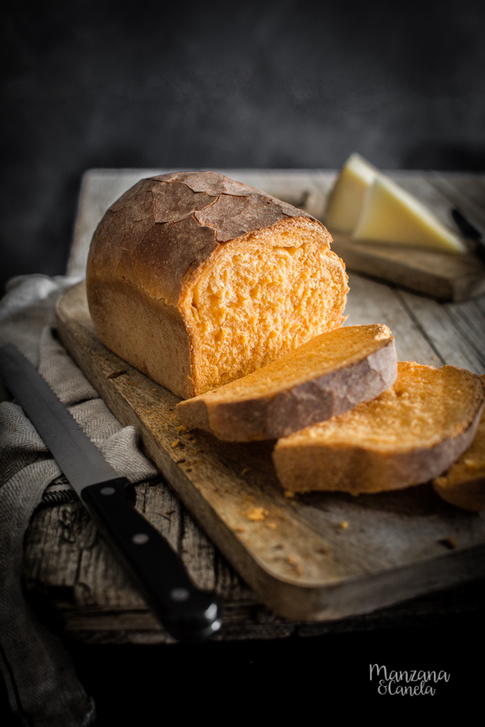 Pan de molde de pimientos del piquillo. Receta muy fácil con y sin Thermomix.