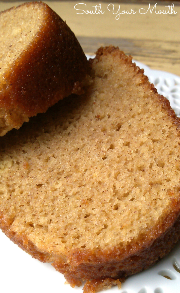 White Wine Cake | A moist, rich bundt cake made with white wine and a touch of cinnamon. #wine #winecake #cakemix #cake