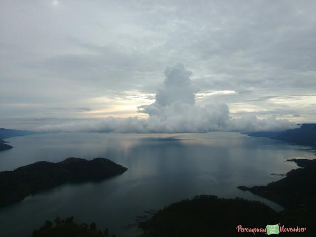 pemandangan pagi danau toba