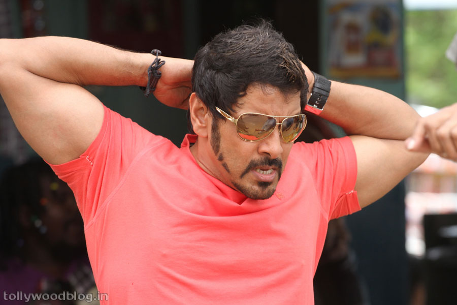 Chiyan Vikram's Veedinthe Movie latest New Photos stills ...