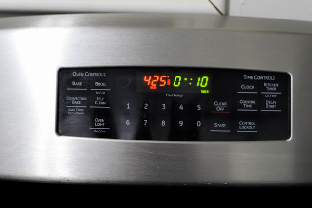 The oven reading 425 degrees with a timer set for ten minutes.