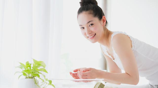 3 Safe Ways to Naturally Whiten Or Lightening Your Skin