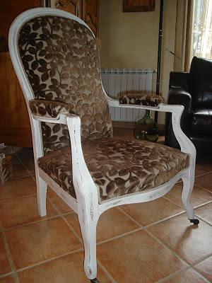 bois et patines nathalie madrenes relooker un fauteuil voltaire. Black Bedroom Furniture Sets. Home Design Ideas