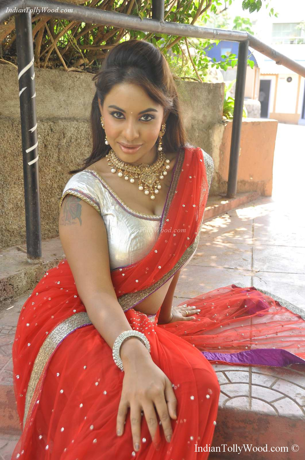 Spicy Saree: Srilekha Reddy Hot Saree Photos
