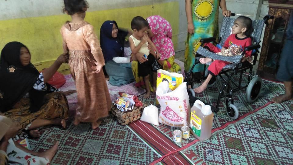 Anak Yatim Disabel Terima Bantuan Kursi Roda dan Sembako, Aceh Utara