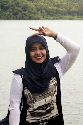 Hijaber Cantik Dinna Dea Anggaraeni baju kaos ketat