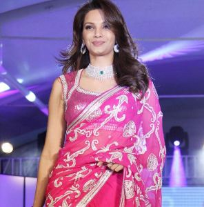 Diana Hayden Family Husband Son Daughter Father Mother Marriage Photos Biography Profile.