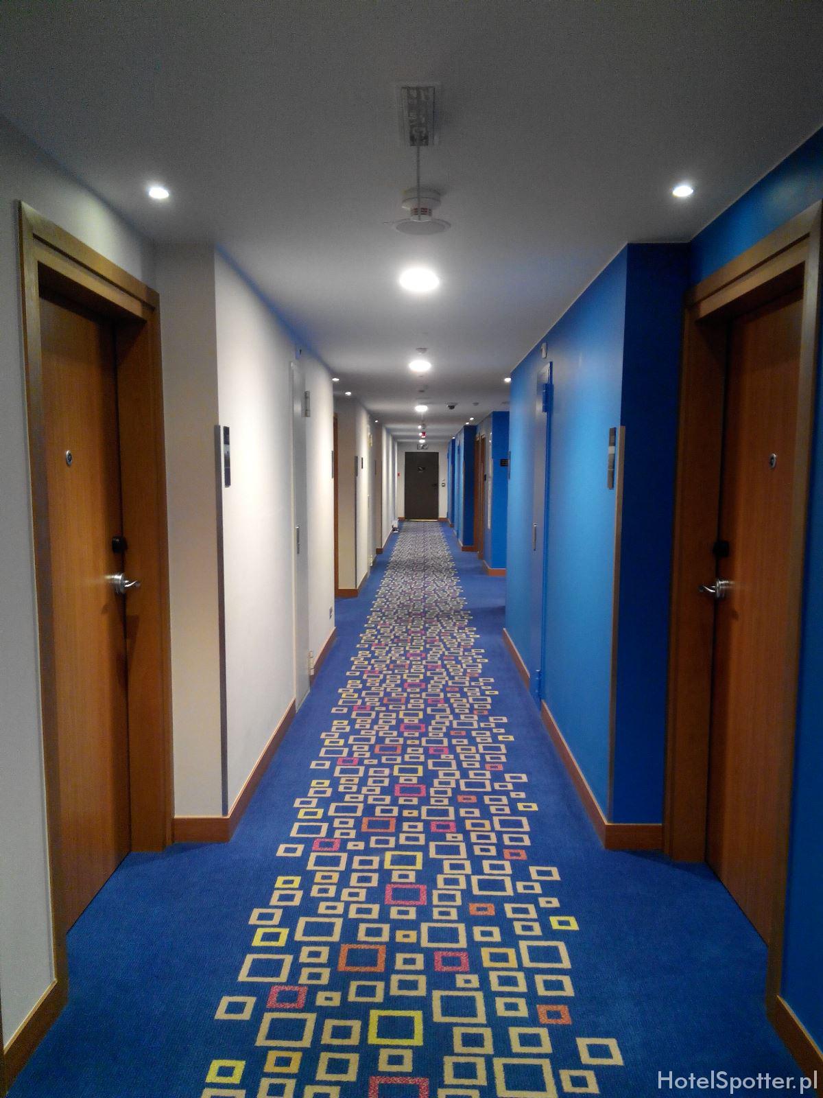 Hotel przylotniskowy Hampton by Hilton Warsaw Airport - korytarz