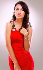 Artis cantik Irish Bella