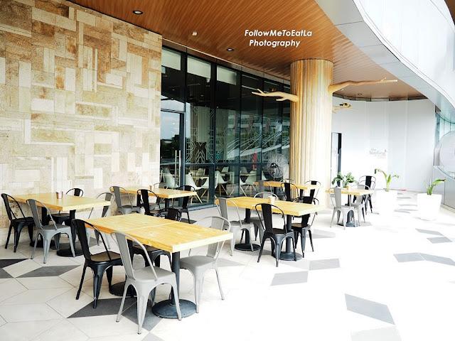 Enjoy Both Indoor & Outdoor Seating