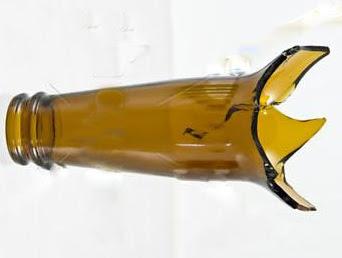 Resultado de imagem para imagens de vidro de garrafa quebrada