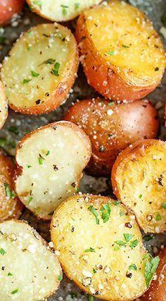 GARLIC PARMESAN ROASTED POTATOES #garlic #parmesan #potato #roastedpotato #healthyrecipes #healthyfood
