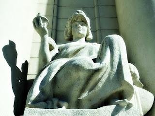 Escultura em Frente ao Palácio Piratini, Porto Alegre