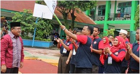 H. Herman Sova lantik Ridwan, S.Ag. selaku ketua IKAMANSA Padang