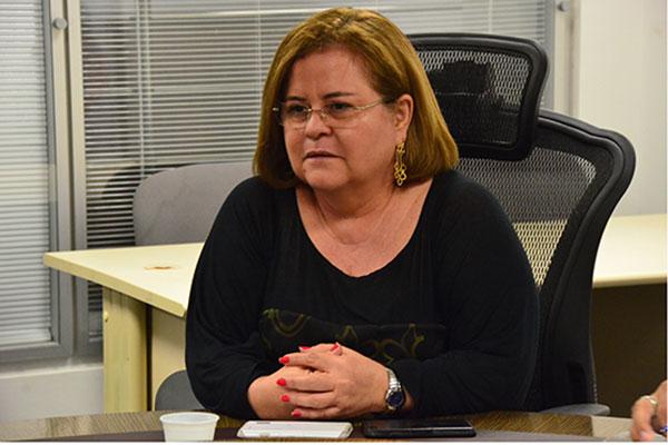 Ex-secretária de Robinson tenta receber salários atrasados