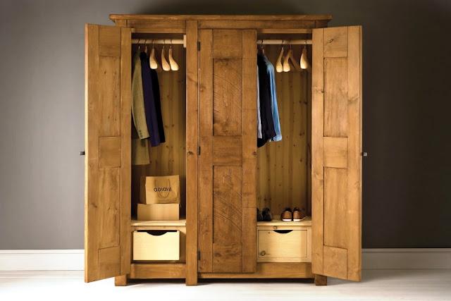 01. Lemari Pakaian dengan Pintu Engsel