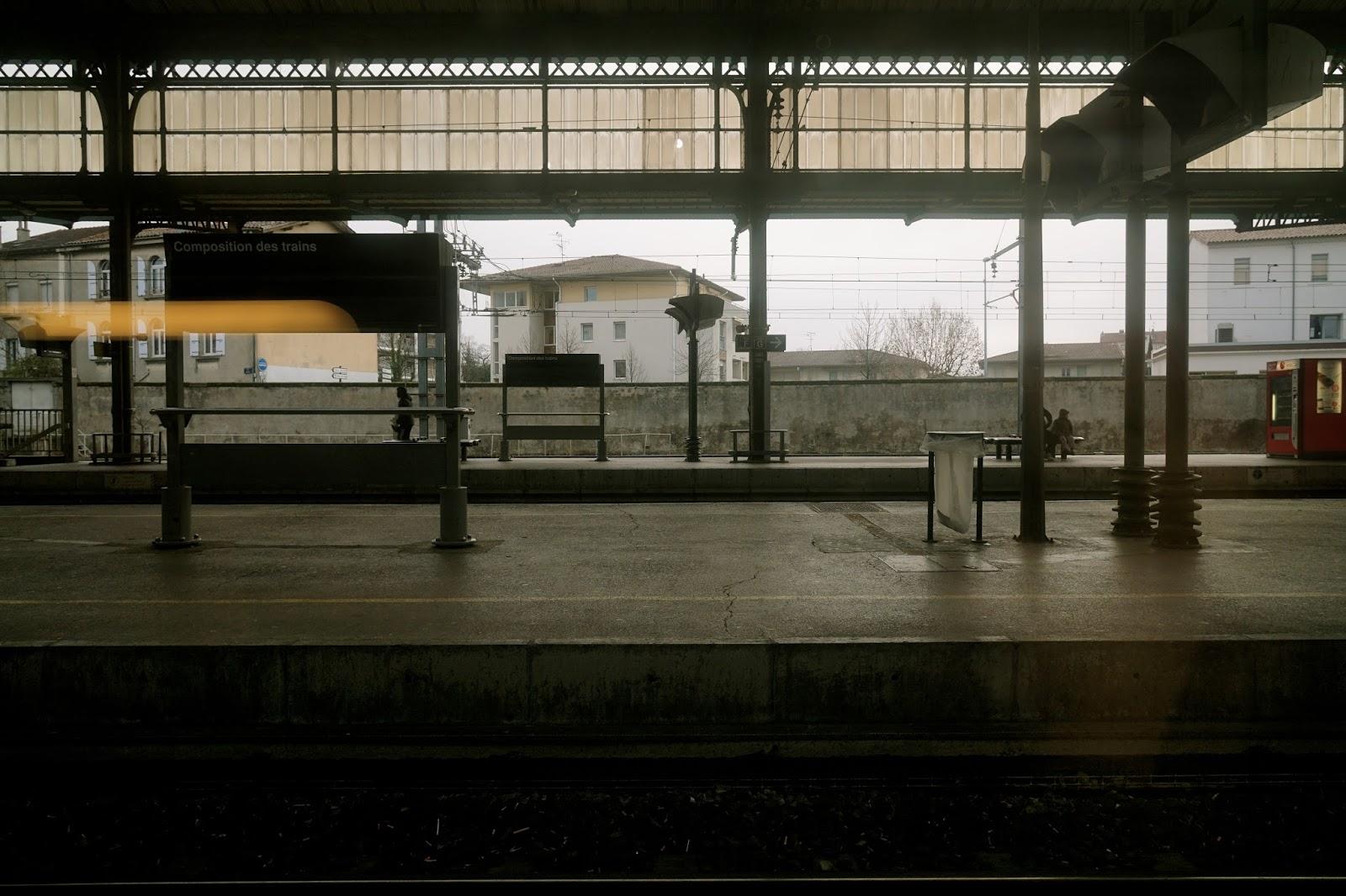 途中(アルル駅ーリヨン駅)の駅ホーム