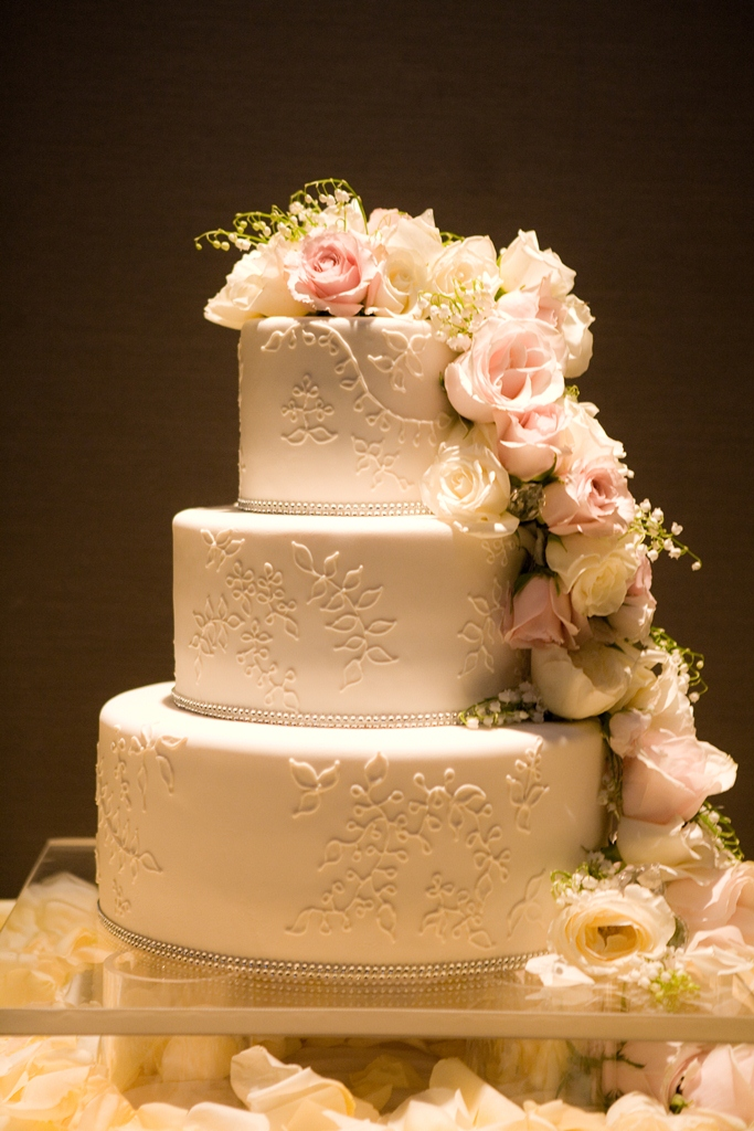 3 tier wedding cake with cascading roses cocoa amp fig traditional wedding cake with cascading 10341
