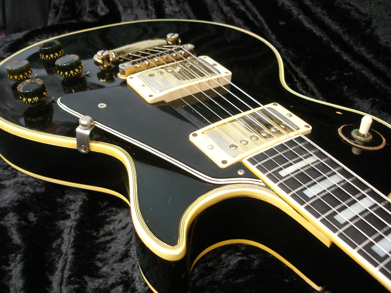 gibson 1969 les paul custom via this auction where you ll find more pics  [ 1280 x 960 Pixel ]